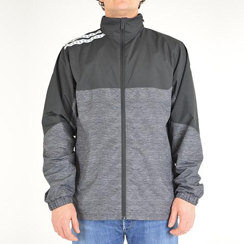 Regenjas. Technische jas die je droog en warm houdt.